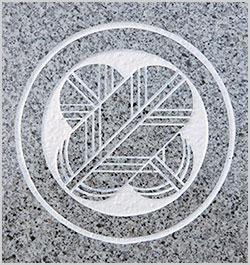 墓石の家紋彫刻